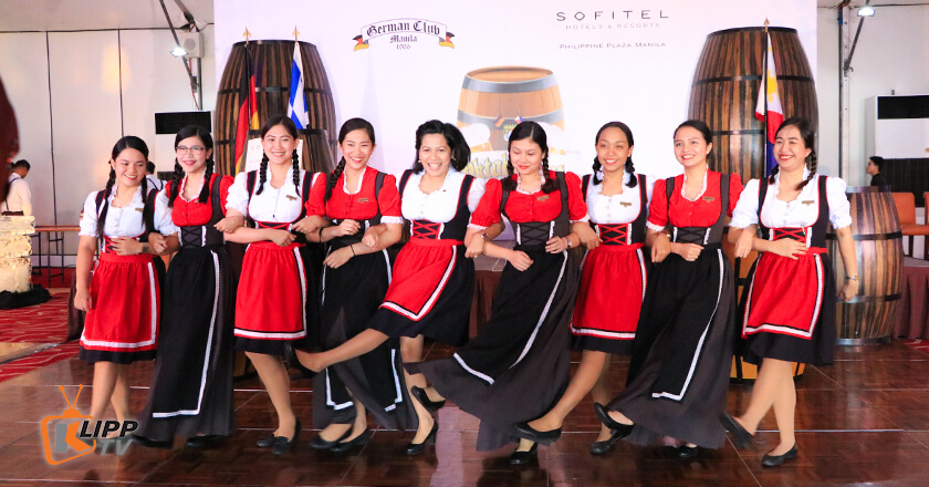 girls dancing for octoberfest