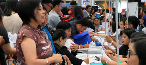 Job seekers flock to Clark's 'Get HOTS' fair